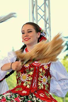 Poland Polish Clothing, Polish People, Costumes Around The World, Colorful Clothes, Folk Dance, Beautiful Costumes, Human Development, Egg Decorating, Folk Costume