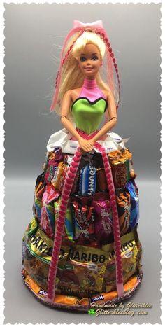 Barbie im Süßigkeitenkleid DIY Barbie Theme, Barbie Birthday, Barbie Party, Birthday Diy, Candy Bouquet Diy, Diy Bouquet, Creative Money Gifts, Edible Crafts, Candy Crafts