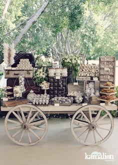 Ideas for wedding vintage candy bar postres Candy Bar Wedding, Wedding Desserts, Wedding Decorations, Candy Table, Candy Buffet, Vintage Candy Bars, Dulce Candy, Theme Nature, Candy Cart