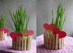 Idea económica y reutilizando latas de atún!! Especial para el día de la madre. MIra el paso a paso en nuestro blog! http://factoriadesuenos.blogspot.com.ar/2013/10/regalos-dia-de-la-madre-para-hacer-con.html