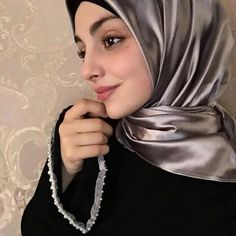 Celebrity Fashion Outfits, Celebrity Style, Hijab Fashion, Makeup Looks, Make Up, Celebrities, Girls, Beauty, Little Girls