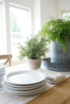 Little Farmstead: New Chairs and Greenery in the Dining Room. Farmhouse Style Dining Table, Farmhouse Design, Rustic Farmhouse, Living Simple Life, Pastel Decor, Home Trends, Cozy Living, Home Decor Styles, Rustic Decor