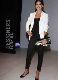 Juliana Awada, Black and White Outfit, Pointed toe pumps, Beauty in High Heels Casual Chic, Style Casual, Casual Outfits, Fashion Outfits, Fashion Trends, Style Désinvolte Chic, My Style, Outfit Elegantes, Look Office