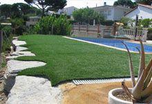 Relva artificial pode suportar muito mais uso do que a grama natural e pode, portanto, ser utilizado com muito mais freqüência . Isso permite que os proprietários de terra de esportes para gerar mais renda a partir de suas instalações.