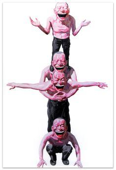Yue Minjun - современный художник. Родился в 1962 году в Китае. Известен своими картинами, на которых изображен сам художник с улыбкой до ушей.