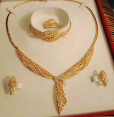 Gold Chain Design, Gold Bangles Design, Gold Earrings Designs, Gold Jewellery Design, Gold Jewelry Simple, Stylish Jewelry, Fashion Jewelry, Dubai Gold Jewelry, Bridal Jewelry Sets