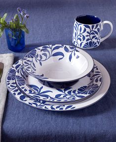 Malmo by Denby - Cobalt Blue and crisp white dinnerware Blue And White Dinnerware, Denby Pottery, White Table Top, Hand Painted Plates, Ceramic Vase, Interior Design Kitchen, Blue Dishes, White Dishes, Tableware