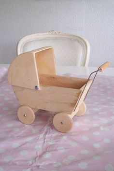 Woodworking Projects That Sell, Woodworking For Kids, Diy Wooden Projects, Wooden Diy, Little Girl Toys, Toys For Girls, Baby Furniture, Doll Furniture, Accessoires Barbie