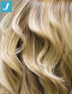 Un salto nel biondo Degradé Joelle! #cdj #degradejoelle #tagliopuntearia #degradé #igers #musthave #hair #hairstyle #haircolour #longhair #ootd #hairfashion #madeinitaly