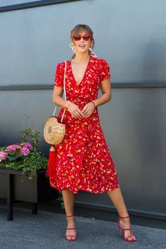 Pair with classic black docs and a different bag also black cat eye sunglasses Dress Outfits, Fashion Dresses, Dress Up, Cute Outfits, Modest Dresses, Cute Dresses, Summer Dresses, Modest Clothing, Red Dress Casual