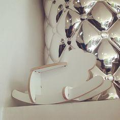 #mini Angelina #cute ;) Angelina Ovelha Balanço Miniature 45 3DPuzzleDesignCollection  Olha a Angelina que chiqueeeerrimaaaa!!! A turma toda está numa #loja linda em #Pinheiros .  Passem lá pra visitar e levar pra casa logo antes que acabe :)  Rua Artur de Azevedo 1561  Pinheiros  #arturdeazevedo #mateusgrou #cool #design #bacana #sustentavel #lindo #presente #sustentavelcomestilo #ovelha #ovelhinha #balanço  Visite nossa pagina e nosso Shop Link direto na descrição do perfil :) Conheçam o…