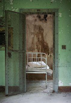 Znalezione obrazy dla zapytania mental ill room
