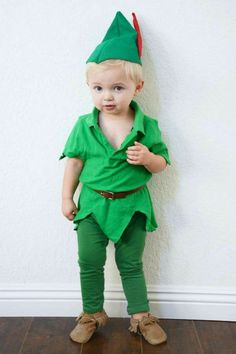 Disney Costumes An adorable Peter Pan DIY costume! - We have a super simple do-it-yourself Peter Pan Halloween costume that will make your kids want to fly right off to Neverland. Peter Pan Halloween Costumes, Toddler Boy Halloween Costumes, Soirée Halloween, Baby Boy Halloween, Homemade Halloween Costumes, Disney Boy Costume, Peter Pan Toddler Costume, Disney Toddler Costumes, Diy Peter Pan Costume