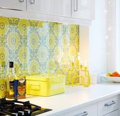 Fave thing—- glass over wallpaper backsplash. Keep rest of kitchen neutral and wallpaper can be changed to update. Kitchen Wallpaper Black, Kitchen Wallpaper Patterns, Backsplash Wallpaper, Wallpaper Ideas, Grey Kitchen Floor, Kitchen Wall Tiles, Kitchen Backsplash, Passion Deco, Grey Kitchen Designs