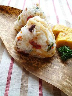 Mazegohan Onigiri, Simmered Vegetables Mixed Japanese Rice Balls 残り物の切干大根に梅を混ぜたおむすび