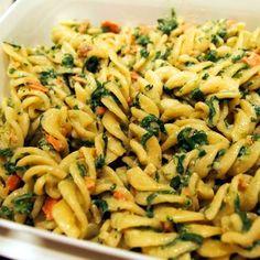 Egy finom Spenótos-medvehagymás fusilli lazacfalatokkal ebédre vagy vacsorára? Spenótos-medvehagymás fusilli lazacfalatokkal Receptek a Mindmegette.hu Recept gyűjteményében! Fusilli, Pasta Salad, Ethnic Recipes, Food, Drinks, Crab Pasta Salad, Drinking, Beverages, Essen