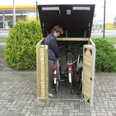 Fietsen makkelijk naar binnen en buiten te rijden in de fietsberging Solida 150