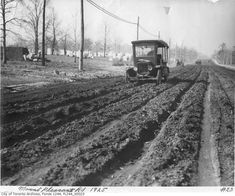 Toronto Mount Pleasant Road with cemetery in background 1928 Old Pictures, Old Photos, Toronto Ontario Canada, Toronto City, Yonge Street, Toronto Photos, Greater Toronto Area, Canadian History, Places Around The World