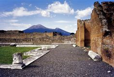 1200px-Vesuvius_from_Pompeii_(hires_version_2_scaled) This Day In History: Veuvius Erupts And Destroys Pompeii (79 AD)