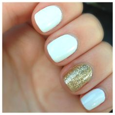 White and gold nails. I luv the 1 ring finger different. Pretty Nail Colors, Pretty Nail Designs, Pretty Nails, Blue Glitter Nails, Gold Nails, White Nails With Gold, White Gold, Prom Nails, Homecoming Nails