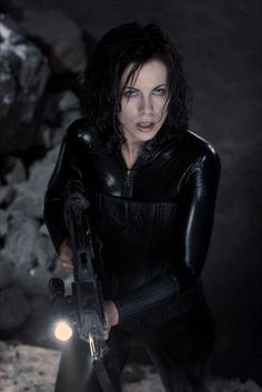 Kate Beckinsale as Selene ❤ Underworld Selene, Underworld Movies, Underworld Werewolf, Female Vampire, Vampire Girls, Underworld Kate Beckinsale, Rhona Mitra, Vampires And Werewolves, Beautiful Actresses