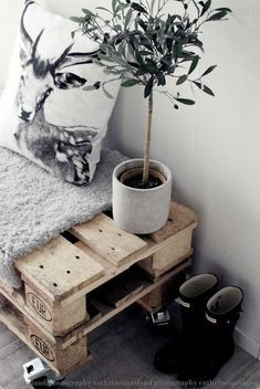 two crates stacked with thick blanket for seating The Best of home decoration in - Interior Design Fans Room Inspiration, Interior Inspiration, Home And Deco, Scandinavian Interior, New Room, Decoration, Home And Living, Diy Furniture, Interior Decorating