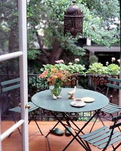 Perfect spot for coffee #alfresco #tablescapes , love these french bistro chairs and table