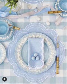 Blue Home Decor, White Decor, Spring Pictures, Enchanted Home, Beautiful Table Settings, Blue Daisy, Blue Gingham, Tablescapes, Blue And White
