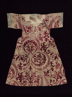 Kaftan 1600-1629 (made)  Height: 96.8 cm, Width: 83.8 cm bottom hem-line  C, velvet, 1600-1629, Turkish