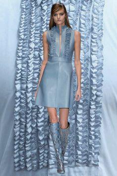 Gucci AW14 sixties mods MFW GIFs. More images here: http://www.dazeddigital.com/fashion/article/19006/1/mfw-aw14-gifs