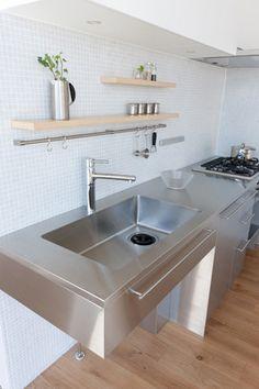 046 Stainless Kitchen, Kitchen Projects, Clean Kitchen, Kitchen Remodel, Kitchen Remodel Small, Industrial Kitchen Design, Barn Kitchen, Tiny House Kitchen, Kitchen Cabinets Fronts