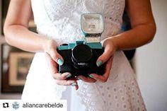 Vestido bacana num blog massa... Sim, nós temos! ���� #aliançarebelde #vestidosdenoiva #noiva #casamento #vestidos #Julianaavlikatelier #bride #wedding #weddingdress  #Repost @aliancarebelde (@get_repost) ・・・ O primeiro casamento real publicado pelo blog já está no ar! E temos uma noiva fotógrafa, a @marimagno . Passem lá pra conferir! Link no perfil! Foto: @pauloheredia http://gelinshop.com/ipost/1521382023746248229/?code=BUdCOPVD14l