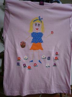 Camiseta muñeca palitos IV. 12€. Si quieres cambiar algún detalle o añadir detalles nuevos, escríbenos a nohay2iguales@nohay2iguales.com y lo vemos.