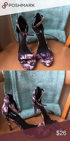 Flower pattern heels Worn once. Cute comfy flower heels. Love them! Shoes Heels