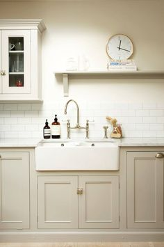 I love this simple classic bespoke kitchen design by deVOL Kitchens . The muted tones, Carrara marble worktops, subway tiles, classic cabin. Best Kitchen Cabinets, Farmhouse Kitchen Cabinets, Painting Kitchen Cabinets, Kitchen Paint, Kitchen Tiles, Kitchen Flooring, New Kitchen, Kitchen White, Farmhouse Sinks