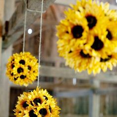 Country wedding decoration- Use fake flowers and Styrofoam balls. Country wedding decoration- Use fake flowers and Styrofoam balls. This would be so pretty in your Festa Frozen Fever, Fall Wedding, Dream Wedding, Trendy Wedding, Wedding Rustic, Wedding Country, Rustic Barn Weddings, Elegant Wedding, Wedding Blog