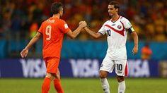 Robin van Persie of the Netherlands and Bryan Ruiz of Costa Rica shake hands