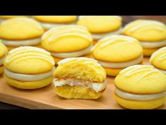 Delicious lemon biscuits with filling Köstliche Desserts, Delicious Desserts, Hamburger Recipes Easy, Lemon Biscuits, Mini Pastries, Biscotti, Cake Recipes, Deserts, Good Food