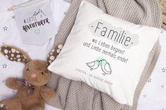 Unsere Kissen sind eine schöne Geschenkidee zur Geburt. Das Kissen kann Namen und Geburtstag individuell gestaltet werden.  #geschenke #geburt #taufe #geburtskissen Throw Pillows, Childrens Gifts, Birthday, Cushions, Decorative Pillows, Decor Pillows, Pillows, Scatter Cushions