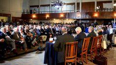 Uruguay: Tabaré Vázquez saca a sus ministros a la calle para