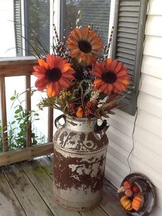It is a perfect time to do DIY fall decor project! Everyone surely feels great for welcoming fall season. It is also kind of duty for all families to prepare all things nicely for this nice season Country Decor, Rustic Decor, Farmhouse Decor, Farmhouse Front, Milk Can Decor, Old Milk Cans, Milk Jugs, Yard Furniture, Furniture Ideas