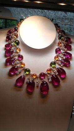 Bulgari always does the cabachons so perfectly Beautiful Bulgari necklace from the 2013 collection Gems Jewelry, High Jewelry, Luxury Jewelry, Gemstone Jewelry, Jewelery, Jewelry Necklaces, Gold Bracelets, Bulgari Jewelry, Pandora Jewelry