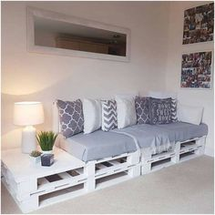 Pallet Wood Utilizing Ideas For A Wonderful Home – DIY Motivations – Paletten Ideen Diy Furniture Couch, Wood Furniture Living Room, Diy Pallet Furniture, Diy Furniture Projects, Home Decor Furniture, Furniture Makeover, Diy Home Decor, Furniture Design, Room Decor