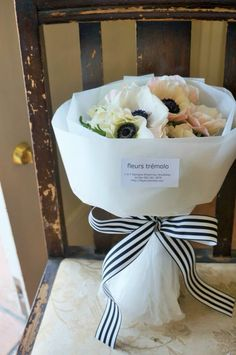 If you want to make your husband feels positive about you, it is time to send him flowers online. How To Wrap Flowers, Dried Flowers, Beautiful Flowers, Send Flowers, Flower Bar, Flower Boxes, Bouquet Wrap, Flower Packaging, Beautiful Flower Arrangements