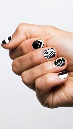 ¡Nail art black & white! Lleva el dueto inseparable en tus uñas. http://www.linio.com.mx/moda/?utm_source=pinterest&utm_medium=socialmedia&utm_campaign=MEX_pinterest___fashion_unasbn_20140715_10&wt_sm=mx.socialmedia.pinterest.MEX_timeline_____fashion_20140715unasbn10.-.fashion