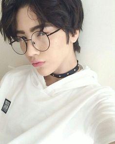 Glasses men asian mens fashion Ideas for 2019 Cute Asian Guys, Cute Korean Boys, Asian Boys, Beautiful Boys, Pretty Boys, Cute Boys, Korean Boys Ulzzang, Ulzzang Girl, Ullzang Boys