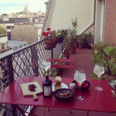 Apéro tardif #apéro #tchin #cheers #gintonic #terrasse #homesweethome #paris18 #montmartre #paris