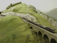 Freight train crossing the viaduct. Ho Scale Train Layout, Ho Scale Trains, Ho Trains, Model Train Layouts, Model Trains, Escala Ho, Small World, Scale Models, Mockup