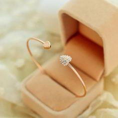 C'est un bracelet exquis et délicat. Bijoux chic, un bon choix pour tous les styles €6.99 livraison offerte sans limite d'achat