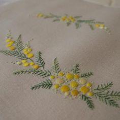 ミモザの刺繍でカルトナージュの予定・・・ - 文鳥日記
